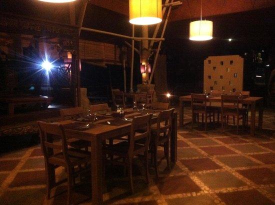 Bebek Plengkung: A dining area.
