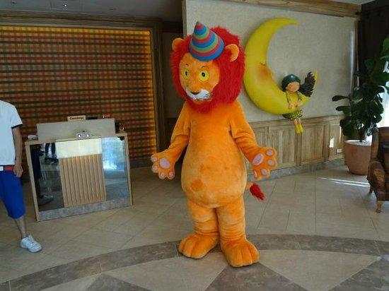Chateau de Chine Hotel Hualien: Lion will give you a big hug