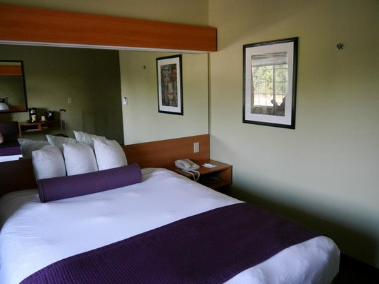 Stay Beyond Inn & Suites : Zimmer