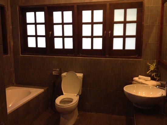 Ulu Ulu National Park Resort: Bathroom