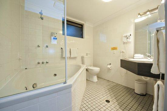 Comfort Inn Airport Admiralty: Bathroom
