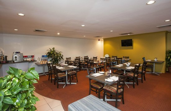 Comfort Inn Airport Admiralty: Breakfast Area