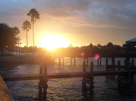 Budget Motel Titusville : A sunset seen from the Space Walk Park
