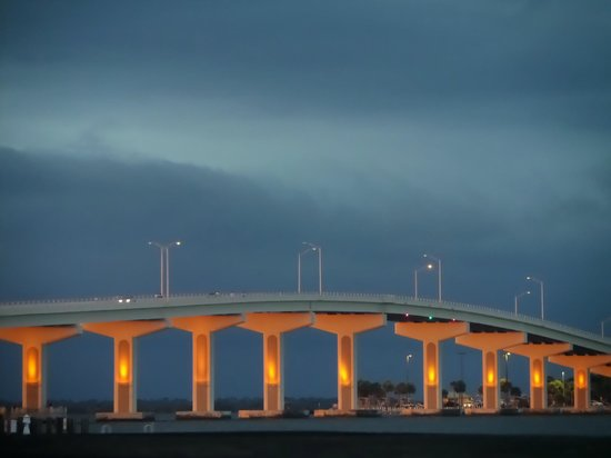 Budget Motel Titusville: Then bridge over the bay
