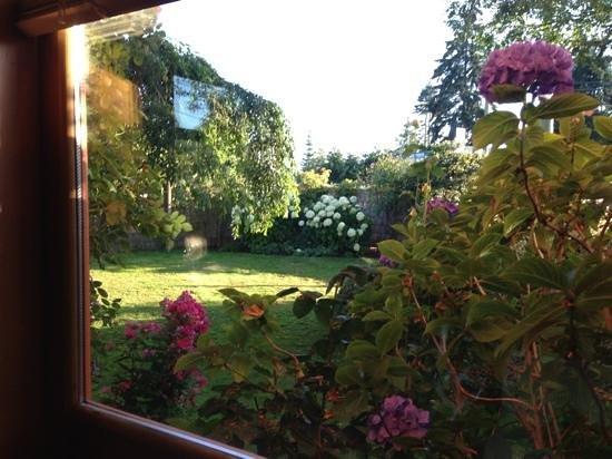 Mahle House Restaurant: the garden