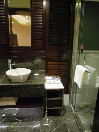 Washroom guangzhou ocean hotel picture of ocean hotel for Washroom photo