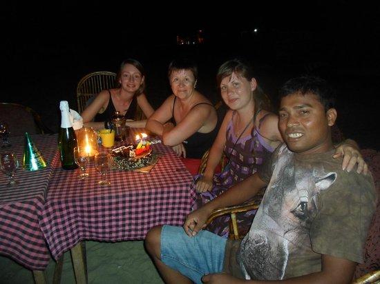 Rose Buds Beach Huts: Мой день рождения в кругу друзей