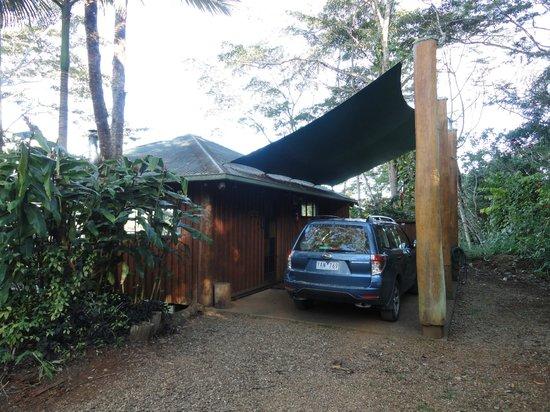 Rose Gums Wilderness Retreat: Lodge mit Carport