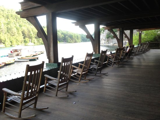 Mohonk Mountain House: Porch overlooking lake