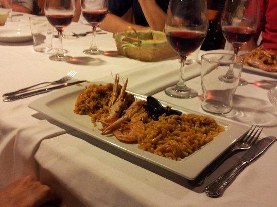 Restaurante El Pinar: paella de marisco y fideua.