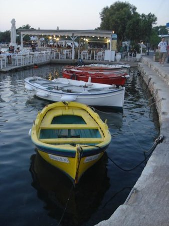 Maria's Village : port d'Aliki