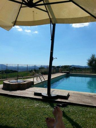 Tenuta San Pietro Hotel & Restaurant: Piscina con vista