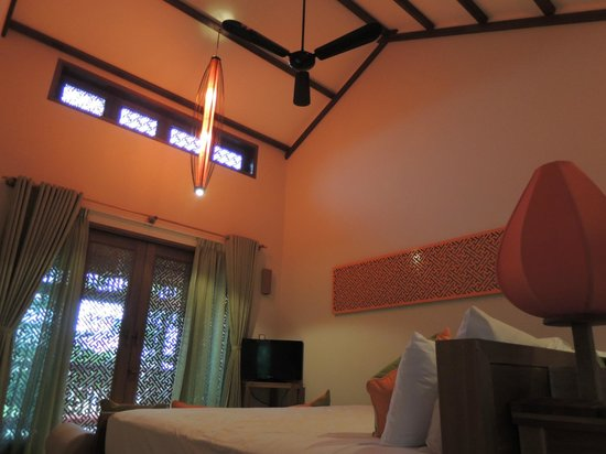 Hoi An Chic Hotel: 広く天井の高い部屋