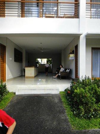 Pertiwi Resort & Spa: ビスマ側1Fフロント