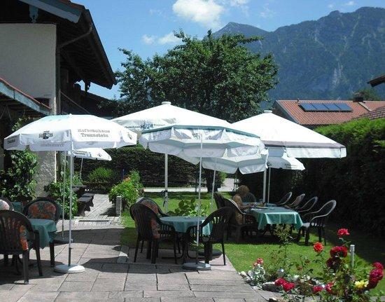 Gasthof Inzeller Hof: Biergarten mit Berglick
