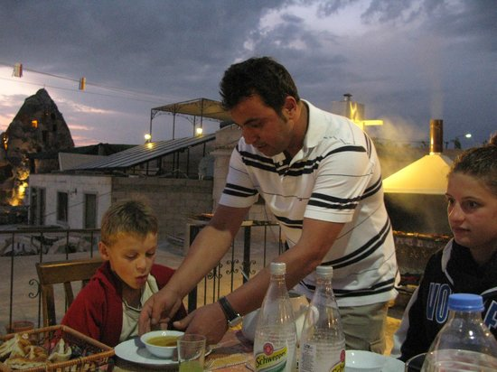 Caravanserai Cave Hotel: Dinner served on the terrace