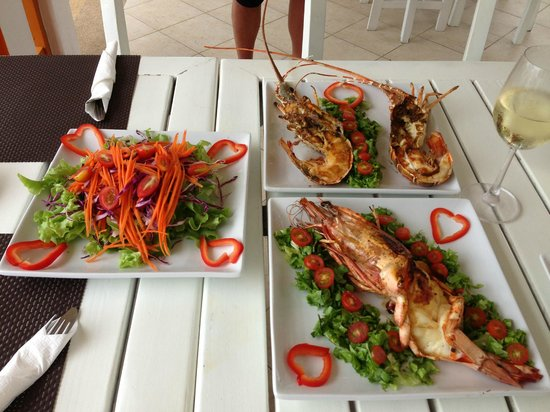 Hacienda Beach Restaurant : Jumbo prawns and lobster