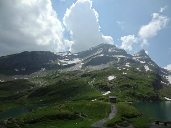 Grindelwald, Swiss: A path winds down in between leading to another small shelter