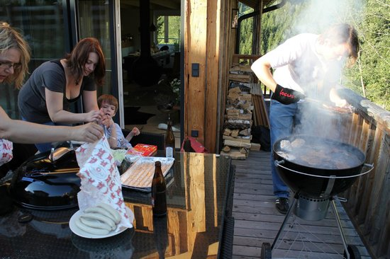 Luxuslodge: Grillen auf der Terasse