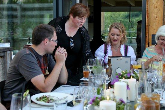 Luxuslodge: Frau Schwaighofer bedient uns!!!