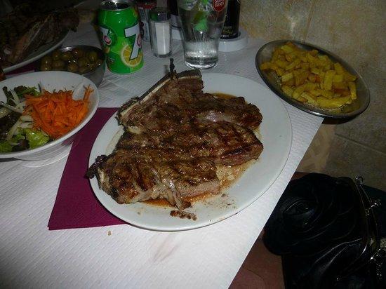 Restaurante O Manjar: Great big ribeye steak yum yum.