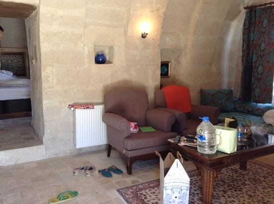 Monte Cappa Cave House: the living room of our suites room - topuz