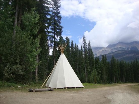 Beaverfoot Lodge: One section along the trail has a teepee.
