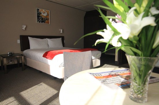 136 On Bealey Motel: King Executive Suite