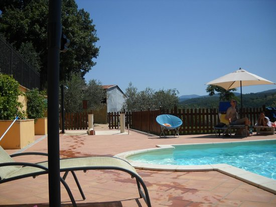 """Country House Ristorante """"Il Prato"""": piscina"""