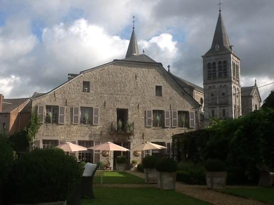 La Malle Poste Rochefort : vue de l'hotel depuis son jardin
