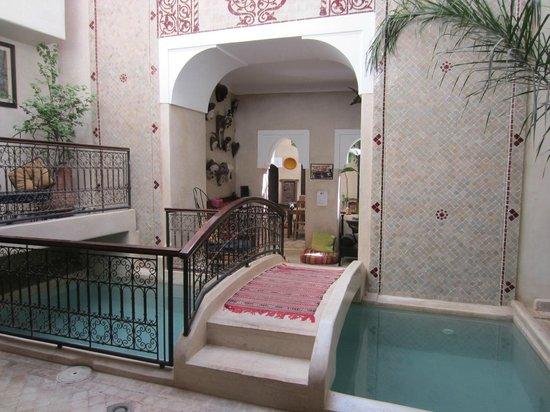 Riad Sidi Mimoune : le petit bassin du riad