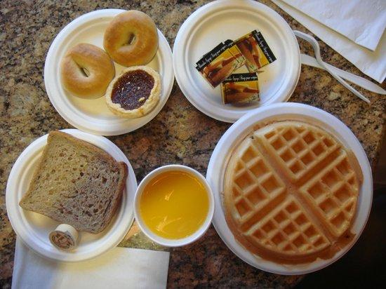 BEST WESTERN Peace Arch Inn: Sample of Breakfast