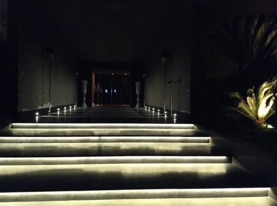 Hotel Giulia: l'ingresso dal parcheggio custodito
