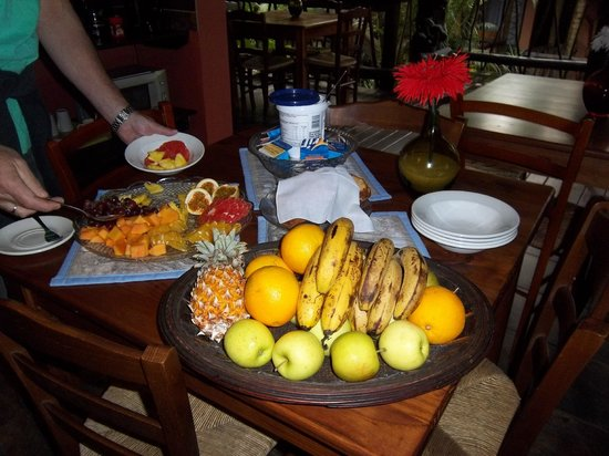 Umlilo Lodge B&B: Small section of Breakfast