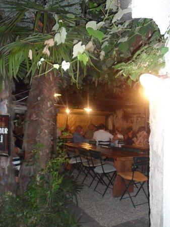 Grotto Baldoria : Restaurant ambience