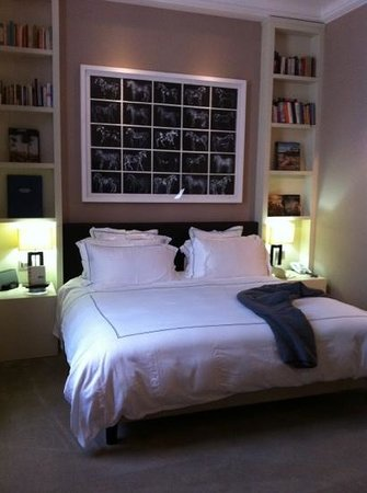 The First Luxury Art Hotel: Our Bedroom