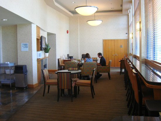 Holiday Inn Express Vancouver Airport: Breakfast Dining