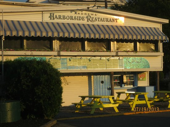 Harborside Tavern: view from parking lot