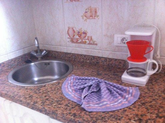La Carabela Apartments: Cocina