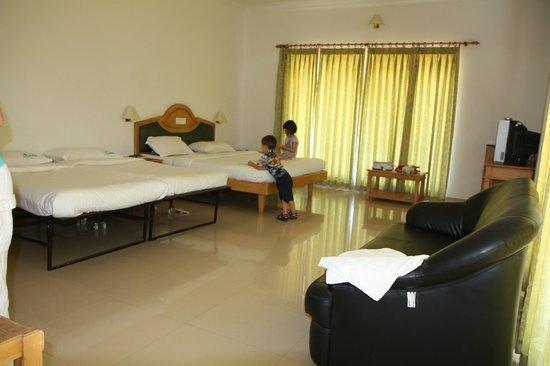 Periyar Meadows Leisure Hotel: Zimmer mit 2 Extrabettten