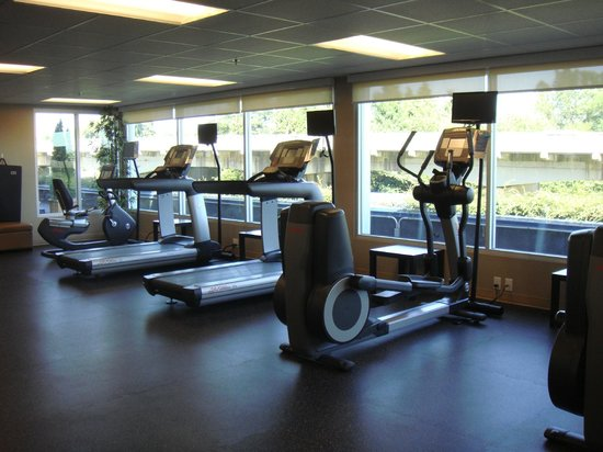 Holiday Inn Express Vancouver Airport : Gym area