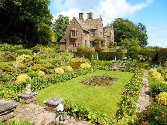 Wyndcliffe Court Gardens