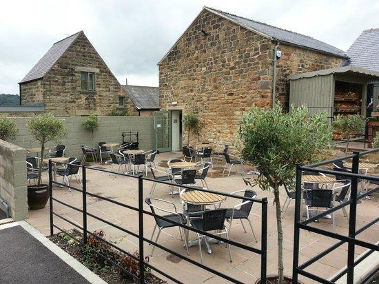 Marsh Green Farm Shop Cafe: Outside eating area