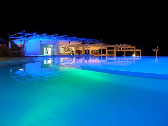 Mykonos Star: Pool and resaurant by night