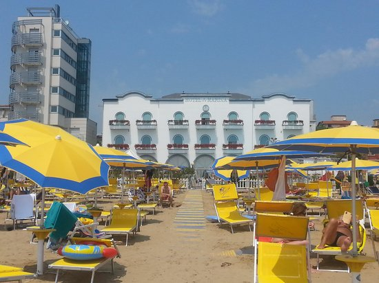 Marina Hotel : view from the beach