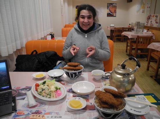 Tsurugayoroppaken: 女性にはミニ丼もあります。
