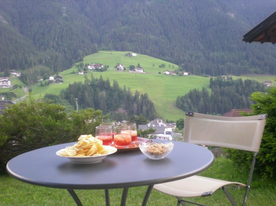 Residence Cesa Sassela: aperitivo in giardino