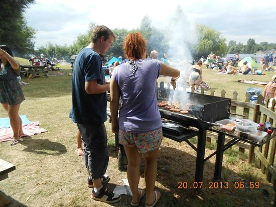 Cotswold Country Park & Beach: BBQ pro's!