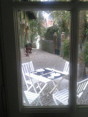 OH Casa Sintra: Se puede desayunar al aire libre