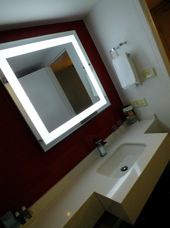 Novotel Sydney Parramatta: Nice refurbed bathrooms